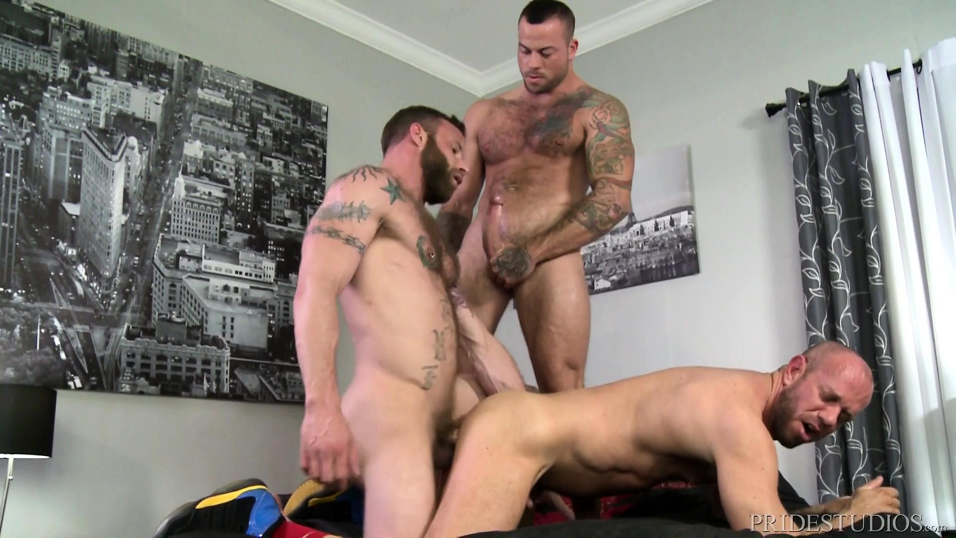 russkie-parni-v-gey-porno